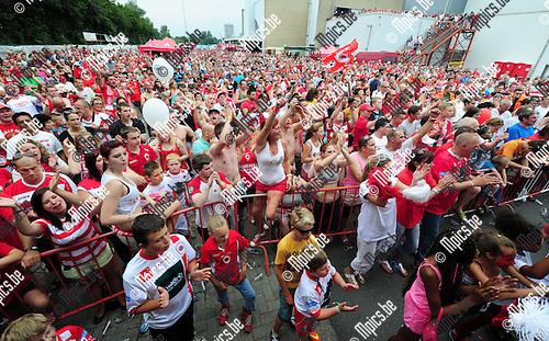 2014-07-27 / Voetbal / seizoen 2014-2015 / Fandag Royal Antwerp FC / Een massa fans voor het podium waar de spelers werden voorgesteld<br /><br />Foto: mpics.be