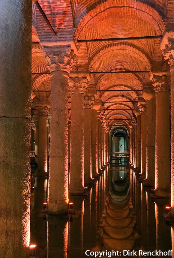 Türkei, Yerebatan-Zisterne (Yerebatan Sarnici) in Istanbul, erbaut im 6. Jh von Justinian , UNESCO-Weltkulturerbe
