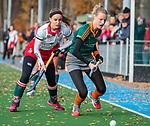 TILBURG  - hockey- Pleun van der Kroef (WereDi) met Floor Hoogers (MOP)   tijdens de wedstrijd Were Di-MOP (1-1) in de promotieklasse hockey dames. COPYRIGHT KOEN SUYK