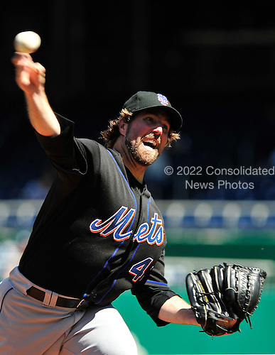 New York Mets pitcher R.A. Dickey (43) pitches in the fourth inning against the Washington Nationals at Nationals Park in Washington, D.C. on Wednesday, September 8, 2010..Credit: Ron Sachs / CNP.(RESTRICTION: NO New York or New Jersey Newspapers or newspapers within a 75 mile radius of New York City)