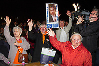 UNGARN, 08.04.2018, Budapest IX. Bezirk. Wahlabend der Parlamentswahl: Die Regierungspartei Fidesz feiert ihren ueberwaeltigenden Sieg: &quot;Wir danken Viktor (Orb&aacute;n), beschuetze ihn Gott!&quot;  | Parliamentary election night: The governing party Fidesz celebrating an overwhelming victory: &quot;Thank you Viktor (Orban), may God protect you!&quot;<br /> &copy; Szilard Voros/estost.net