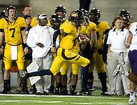 Zach Maynard of California runs the ball during the game against Washington at Memorial Stadium in Berkeley, California on November 2nd, 2012.  Washington Huskies defeated California, 13-21.