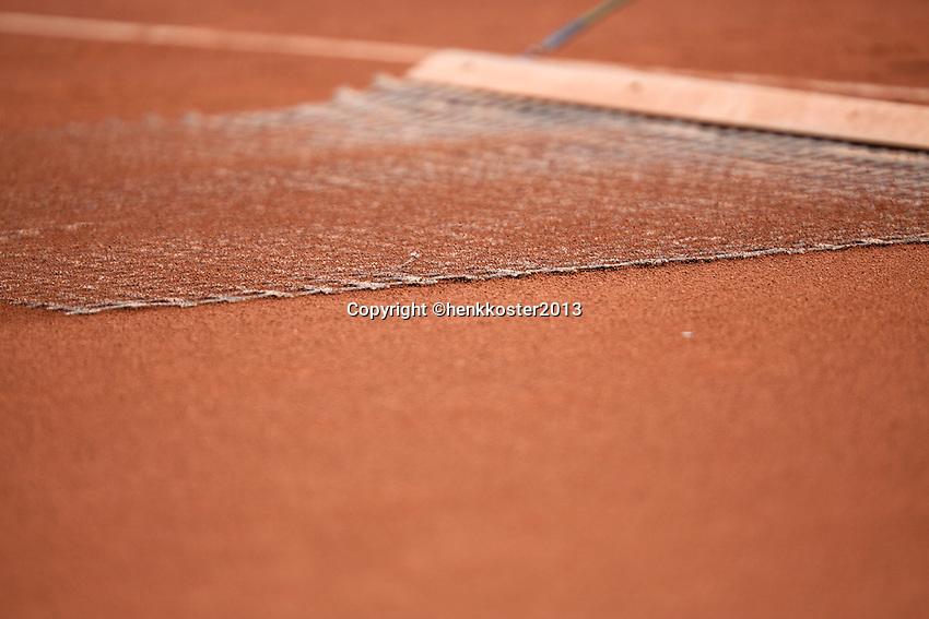 11-07-13, Netherlands, Scheveningen,  Mets, Tennis, Sport1 Open, day four, Sweeping the clay court<br /> <br /> <br /> Photo: Henk Koster