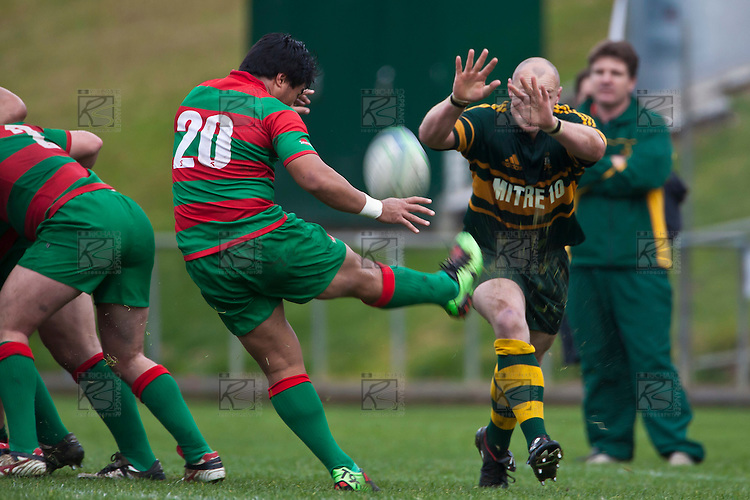 Keven Farrell tries to charge down Notise Tauafoa's clearing kick. Counties Manukau McNamara Cup Premier Club Rugby final between Pukekohe andWaiuku, held at Bayer Growers Stadium, on Saturday July 17th. Waiuku won 25 - 20.
