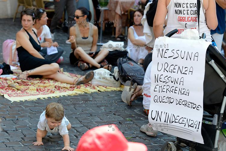 Roma, 19 Luglio 2017<br /> Associazioni di genitori protestano al Pantheon contro la legge che prevede l'obbligatoriet&agrave; delle vaccinazioni.