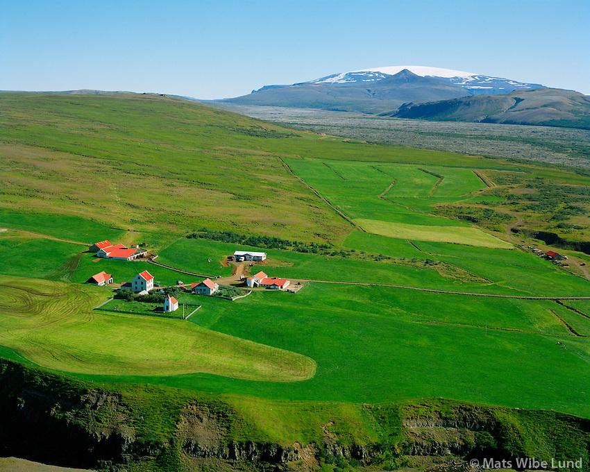 Gilsbakki séð til austurs. Eiríksjökull, Borgarbyggð áður Hvítársíðuhreppur / Gilsbakki viewing east. Eiriksjokull glacier, Borgarbyggd former Hvitarsiduhreppur.