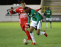 TUNJA -COLOMBIA, 27-10-2015. Nicolas Carreño (Izq) jugador de Patriotas FC disputa el balón con Harold Preciado (Der) jugador de Deportivo Cali durante partido por la fecha 17 de la Liga Águila II 2015 realizado en el estadio La Independencia de Tunja./  Nicolas Carreño (L) player of Patriotas FC fights the ball with Harold Preciado (R) player of Deportivo Cali during match for the 17th date of Aguila League II 2015 played at La Independencia stadium in Tunja. Photo: VizzorImage/César Melgarejo/ Cont