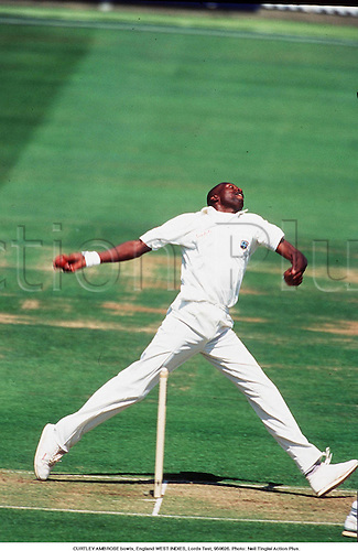 CURTLEY AMBROSE bowling side-on, England v .WEST INDIES, Lords Test, 950626. photo:Neil Tingle/ Action Plus....1995.cricket.Bowler.bowling