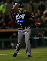Marco Camarna pitcher relevo de Tomateros , durante el tercer juego de la Serie entre Tomateros de Culiacán vs Naranjeros de Hermosillo en el Estadio Sonora. Segunda vuelta de la Liga Mexicana del Pacifico (LMP) **26Dici2015.<br /> **CreditoFoto:LuisGutierrez<br /> **<br /> Shares during the third game of the series between Culiacan Tomateros vs Orange sellers of Hermosillo in Sonora Stadium. Second round of the Mexican Pacific League (PML)