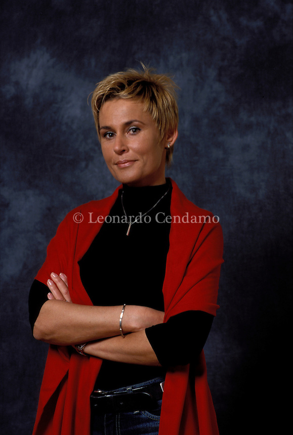 2001: ELVIRA DONES, WRITER  © Leonardo Cendamo