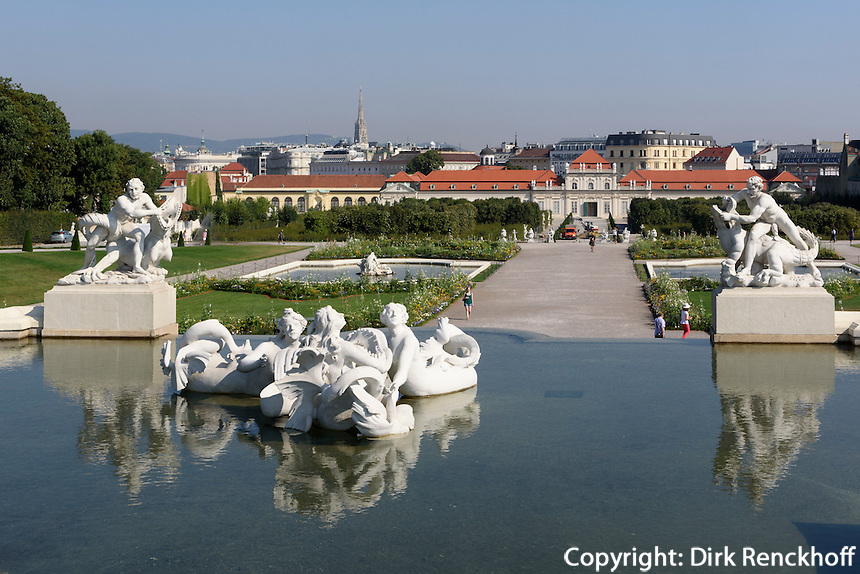 Blick &uuml;ber franz&ouml;sischen Garten und unteres Belvedere auf Wien, Wien, &Ouml;sterreich, UNESCO-Weltkulturerbe<br /> French garden and lower Belveder in Baroque summer residence Belvedere, Vienna, Austria, world heritage