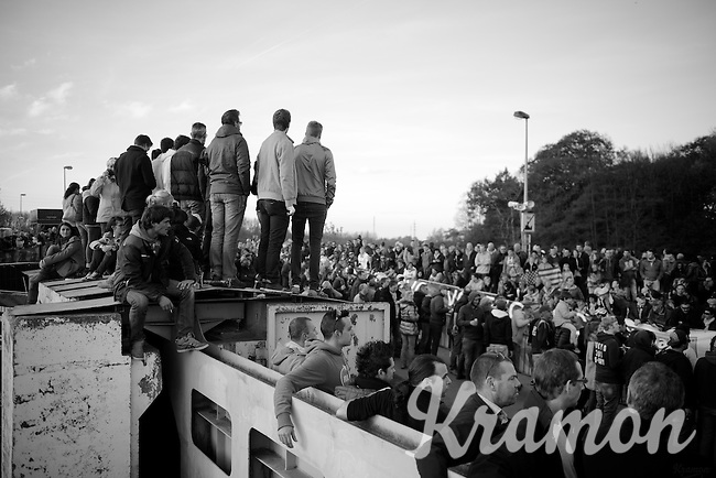 quite a crowd<br /> <br /> Jaarmarktcross Niel 2014