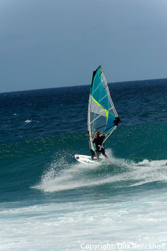 Surfen am Strand von Punta Preta, Sal, Kapverden, Afrika