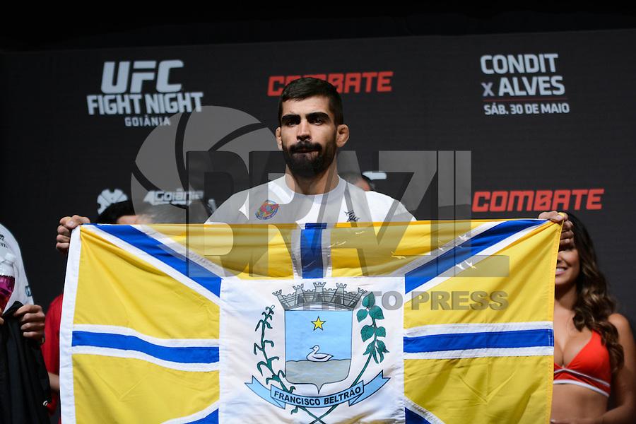 GOIÂNIA, GO, 29.05.2015 – UFC-GOIÂNIA – Elizeu Zaleski dos Santos  durante pesagem para o UFC Goiânia no Goiânia Arena em Goiânia na tarde desta sexta-feira, 29. (Foto: Ricardo Botelho / Brazil Photo Press)