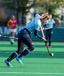 Laren - Fabienne Roosen (Lar) tijdens de Livera hoofdklasse  hockeywedstrijd dames, Laren-Oranje Rood (1-3).  COPYRIGHT KOEN SUYK