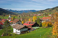 Germany, Bavaria, Swabia, Upper Allgaeu, resort Bad Hindelang (right) and district Bad Oberdorf (left front), at background Hoernerkette mountains | Deutschland, Bayern, Schwaben, Oberallgaeu, Bad Hindelang (rechts) und Ortsteil Bad Oberdorf (links vorn), im Hintergrund die Hoernerkette