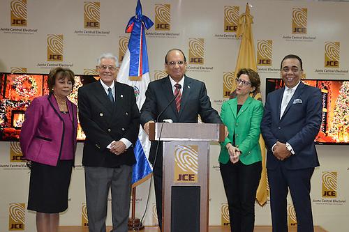 Pleno de la Junta Central Electoral, encabezado por el Julio César Castaños Guzmán (centro)