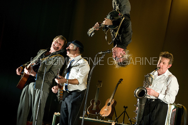 "Belgian cabaret and folk group De Nieuwe Snaar playing their last ever production ""Koñec"" in Meise (Belgium, 13/03/2012)"
