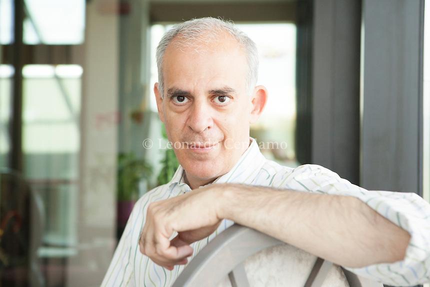 Saverio Simonelli, giornalista, scrittore, traduttore. Cura lo spazio libri di Tv2000. Germanista. Romanista. Libro più recente: Nel Paese delle Fiabe. Monforte d'Alba 14 giugno 2014. © Leonardo Cendamo