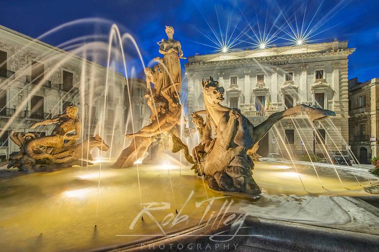 Europe, Italy, Sicily, Syracuse, Twilight Piazza Archimede