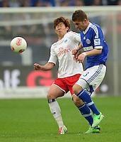 FUSSBALL   1. BUNDESLIGA   SAISON 2012/2013    31. SPIELTAG FC Schalke 04 - Hamburger SV          28.04.2013 Heung Min Son (li, Hamburger SV) gegen Roman Neustaedter (re, FC Schalke 04)