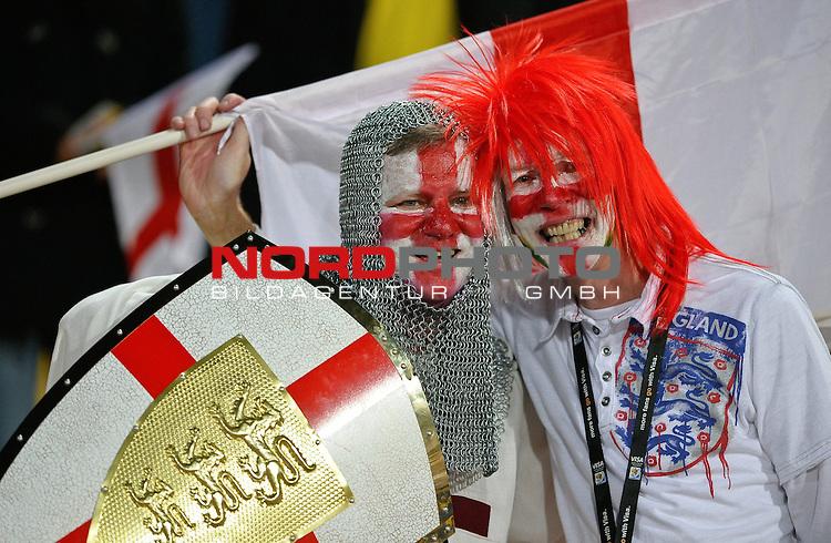 12.06.2010, Royal Bafokeng Stadium, Rustenburg, RSA, FIFA WM 2010, England (ENG) vs USA (USA), im BildEngland &amp; USA fans soak up the atmosphere prior to kick off,  Foto: nph /    Mark Atkins *** Local Caption *** Fotos sind ohne vorherigen schriftliche Zustimmung ausschliesslich f&uuml;r redaktionelle Publikationszwecke zu verwenden.<br /> <br /> Auf Anfrage in hoeherer Qualitaet/Aufloesung