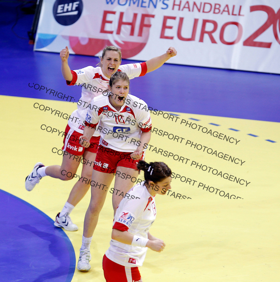 NIS, SERBIA 6/12/2012/ Denmark women`s handball national team players  celebrate during Women`s European Handball Championship EHF EURO 2012 match between Denmark and France in Cair arena in city of Nis in southern Serbia on  December 6, 2012 Credit: PEDJA MILOSAVLJEVIC/SIPA/