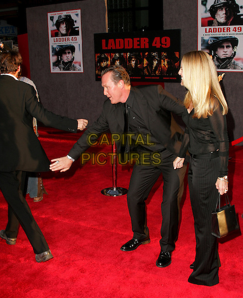 JOAQUIN PHOENIX & ROBERT PATRICK.The World Premiere of Ladder 49 held at The El Capitan Theatre in Hollywood, California.September 20, 2004.full length, gesture, hand, slapping.www.capitalpictures.com.sales@capitalpictures.com.Copyright Debbie VanStory