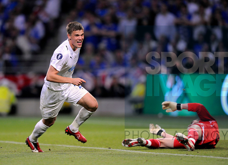 Igor Denisov of Zenit St Petersburg turns to celebrate as Allan McGregor of Rangers lies on the floor during the Europa League Final match at The Etihad Stadium, Manchester. Picture date 14th May 2008. Picture credit should read: Simon Bellis/Sportimage