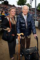 Martin Böttcher mit Tochter Betsy bei der Premiere von 'Der Schatz im Silbersee' bei den Karl-May-Spielen Bad Segeberg im Freilichttheater am Kalkberg. Bad Segeberg, 25.06.2016