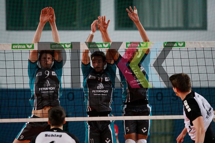 am Netz v. l. Duerens Marvin Prolingheuer (Nr. 9) , Duerens Davic Meder (Nr. 11) , Duerens Dennis Barthe (Nr. 5) <br /> <br /> 20.02.14 Volleyball, 1. Bundesliga, Maenner, Saison 2014/15, VCO Berlin - SWD Powervolleys Dueren<br /> <br /> <br /> Foto &copy; PIX *** Foto ist honorarpflichtig! *** Auf Anfrage in hoeherer Qualitaet/Aufloesung. Belegexemplar erbeten. Veroeffentlichung ausschliesslich fuer journalistisch-publizistische Zwecke. For editorial use only.