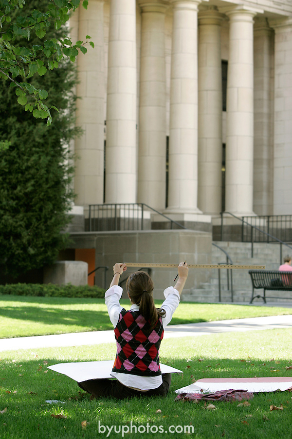 September General Campus Scenics (GCS).Sep 2004..Photo by Mark Philbrick/BYU.Art Students drawing on campus.