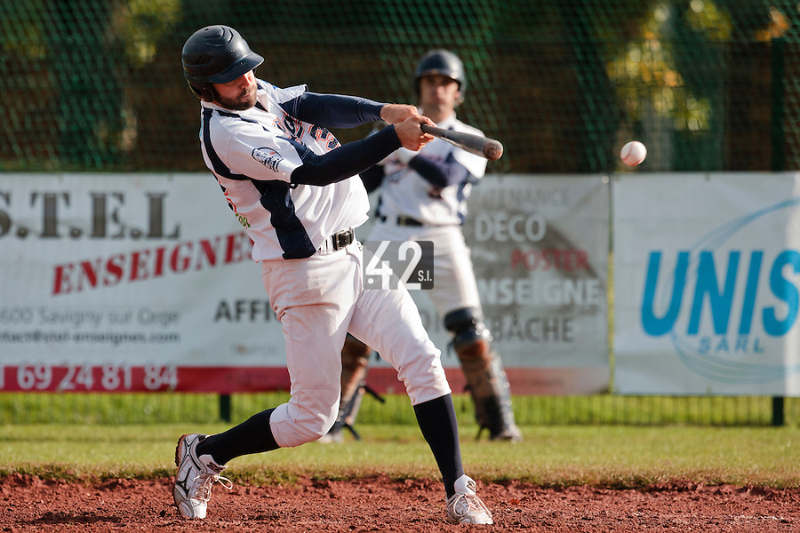 16 October 2010: Sebastien Boyer of Savigny makes contact during Rouen 16-4 win over Savigny, during game 1 of the French championship finals, in Savigny sur Orge, France.