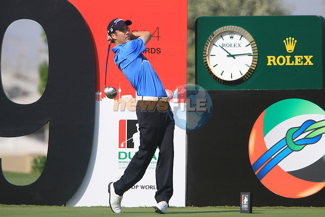 Ross Fisher tees off on the 9th tee during  Day 2 at the Dubai World Championship Golf in Jumeirah, Earth Course, Golf Estates, Dubai  UAE, 20th November 2009 (Photo by Eoin Clarke/GOLFFILE)