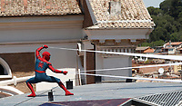 "Un uomo con indosso il costume di Spider-Man si esibisce durante il photocall per la presentazione del film ""Spider-Man: Homecoming"" a Roma, 20 giugno 2017. <br /> A man wearing the Spider-Man costume performs during a photocall for 'Spider-Man: Homecoming' in Rome, June 20, 2017.<br /> UPDATE IMAGES PRESS/Isabella Bonotto"