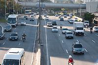 SÃO PAULO -SP-11,09,2014-TRÂNSITO MARGINAL PINHEIROS- O Motorista não enfrenta lentidão na Marginal Pinheiros sentido Castelo Branco.Região Oeste da cidade de São Paulo,na manhã dessa quinta-feira,11(Foto:Kevin David/Brazil Photo Press)