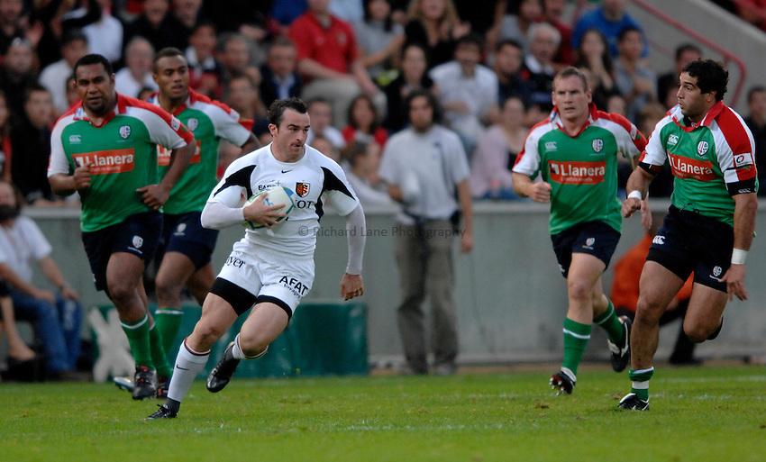 Photo: Richard Lane..Toulouse v London Irish. Heineken Cup. 29/10/2006. .Benoit Baby of Toulouse attacks.