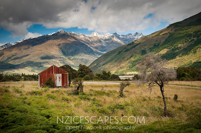 Old farming shed near Lake Wanaka and Makaroa - Central Otago, New Zealand
