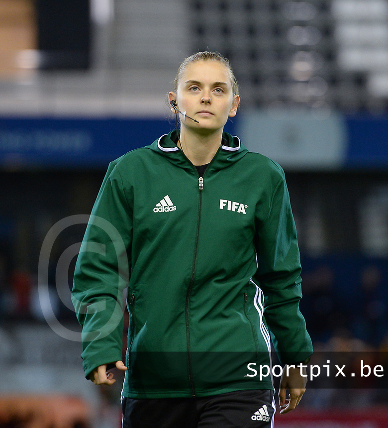20171020 - LEUVEN , BELGIUM : Belgian Viki De Cremer pictured during the female soccer game between the Belgian Red Flames and Romania , the second game in the qualificaton for the World Championship qualification round in group 6 for France 2019, Friday 20 th October 2017 at OHL Stadion Den Dreef in Leuven , Belgium. PHOTO SPORTPIX.BE | DAVID CATRY