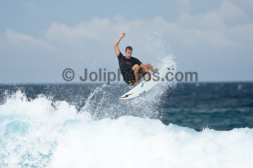 MIGUEL XIMENEZ (PRT) surfing at Chickens in the North Male Atolls, Maldives (Wednesday, June 17th, 2009). Photo: joliphotos.com
