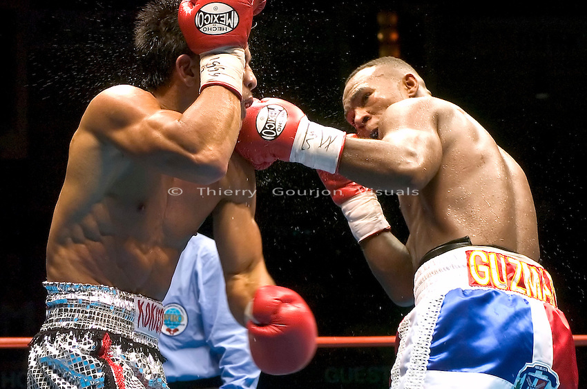 Joan Guzman lands a right hand flush against Terdsak Jandaeng (l) during their WBO Featherweight Eliminator Fight at the Westchester County Center, White Plains, NY on 08.26.2005..Guzman won by unanimous decision.