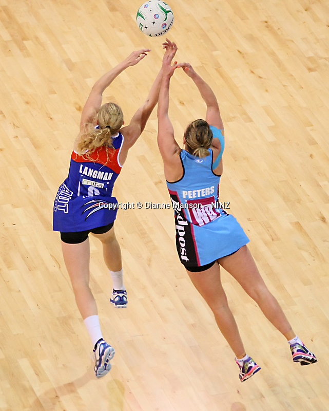 Mystics Laura Langman and Steel's Stacey Peeters compete for the ball in the ANZ championship netball match, Steel v Mystics, ILT Stadium Southland, Invercargill, New Zealand, Sunday, April 6, 2014. Photo: Dianne Manson