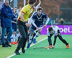 AMSTELVEEN - Jord Beekmans (Pinoke) passeert Tanguy Cosyns (Adam)   tijdens de competitie hoofdklasse hockeywedstrijd heren, Pinoke-Amsterdam (1-1)   COPYRIGHT KOEN SUYK