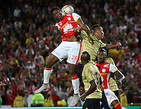 BOGOTA - COLOMBIA - 8-08-2015: Daniel Angulo jugador de Independiente Santa Fe  disputa el balon con xxJuan Perez  de Aguilas Doradas  durante partido  por la fecha 5 de la Liga Aguila II 2015 jugado en el estadio Nemesio Camacho El Campin. /Daniel Angulo player of Independiente Santa Fe   fights the ball against Juan Perez of Aguilas Doradas during a match for the fifth date of the Liga Aguila II 2015 played at Nemesio Camacho El Campin stadium in Bogota city. Photo: VizzorImage / Felipe Caicedo / Staff.