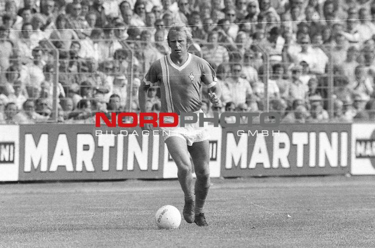 BS-Werder Bremen. Aus 1. BL Eintracht Braunschweig gegen Werder Bremen 3:2 am 30.08.1975.Werder Spieler Werner Goerts ??.                                                                                                    Foto:  nph / Rust