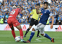 BOGOTA - COLOMBIA, 11-02-2018: Andres Cadavid (Der) jugador de Millonarios disputa el balón con Andres Avila (Izq) jugador de Patriotas Boyacá durante partido partido por la fecha 2 de la Liga Aguila I 2018 jugado en el estadio Nemesio Camacho El Campin de la ciudad de Bogotá. / Andres Cadavid (R) player of Millonarios fights for the ball with Andres Avila (L) player of Patriotas Boyaca during match for the date 2 of the Liga Aguila I 2018 played at the Nemesio Camacho El Campin Stadium in Bogota city. Photo: VizzorImage / Gabriel Aponte / Staff.