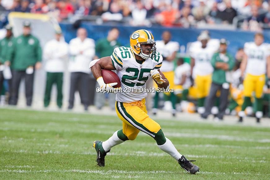 Green Bay Packers running back Ryan Grant (25) carries the ball during a week 3 NFL football game against the Chicago Bears on September 25, 2011 in Chicago. The Packers won 27-17. (AP Photo/David Stluka)