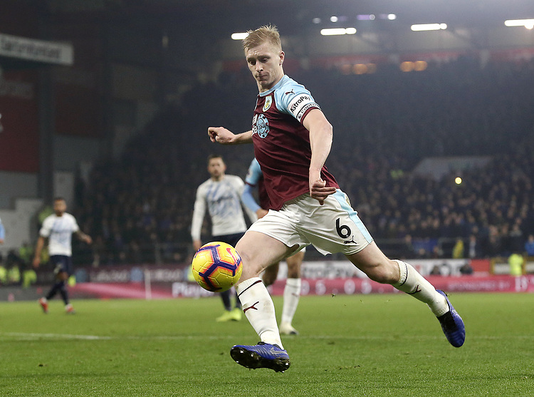 Burnley's Ben Mee shoots from close range<br /> <br /> Photographer Rich Linley/CameraSport<br /> <br /> The Premier League - Burnley v Everton - Wednesday 26th December 2018 - Turf Moor - Burnley<br /> <br /> World Copyright © 2018 CameraSport. All rights reserved. 43 Linden Ave. Countesthorpe. Leicester. England. LE8 5PG - Tel: +44 (0) 116 277 4147 - admin@camerasport.com - www.camerasport.com