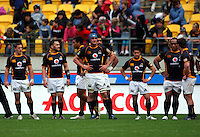 Wellington players wait for a conversion attempt. ITM Cup - Wellington Lions v Counties-Manukau Steelers at Westpac Stadium, Wellington, New Zealand on Sunday, 8 August 2010. Photo: Dave Lintott/lintottphoto.co.nz.