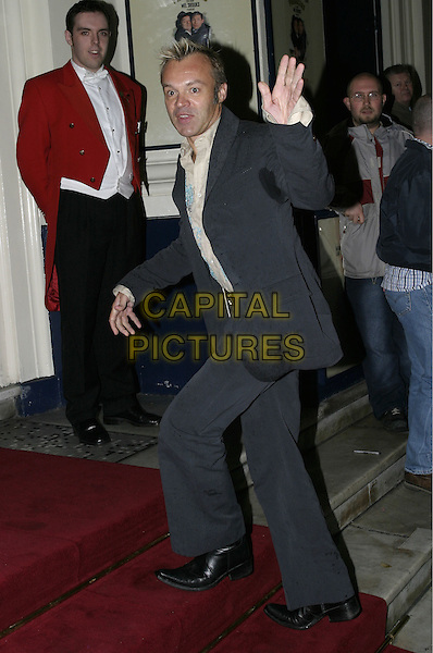 "GRAHAM NORTON.Premiere of new musical ""The Producers"", Theatre Royal, Drury Lane, London, 9th November 2004..full length waving suit sweaty sweat patches under arms.Ref: AH.www.capitalpictures.com.sales@capitalpictures.com.©Capital Pictures."